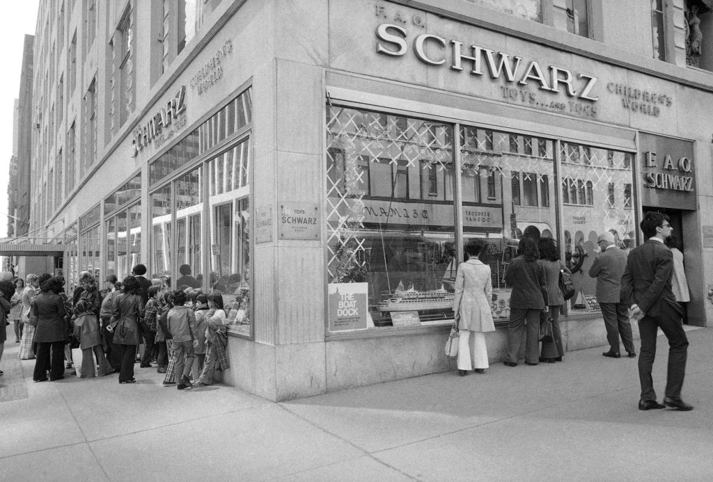 Shoppers in front of the large FAO Schwarz toy store, 59th Street and Fifth Avenue in New York